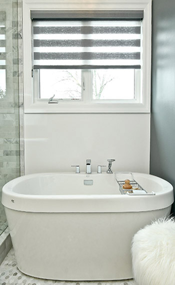 Bathtub and bathroom at Kiya Developments